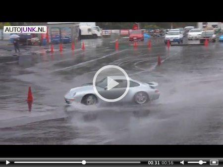 Video: Porsche 993 legt lekkere drifts neer