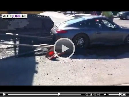 Video: Porsche in cement