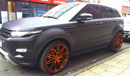 gespot range rover evoque met matzwarteritus. Black Bedroom Furniture Sets. Home Design Ideas
