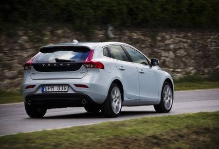 volvo v40 d4 rijtest en video. Black Bedroom Furniture Sets. Home Design Ideas