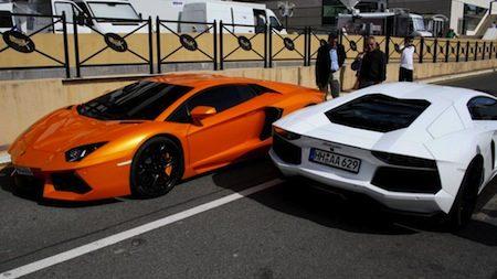 Lamborghini Aventador oranje vs wit