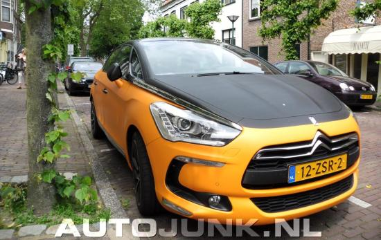Citroën DS5 is oranje/carbon