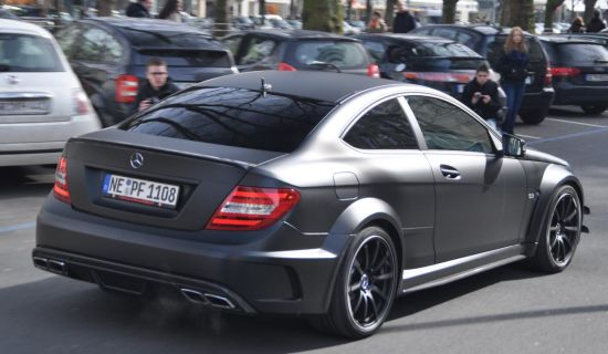 Matzwarte Merceces C63 AMG Coupe Black Series