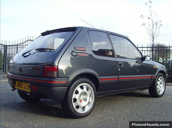 peugeot 205 gti is deze occasion waard. Black Bedroom Furniture Sets. Home Design Ideas