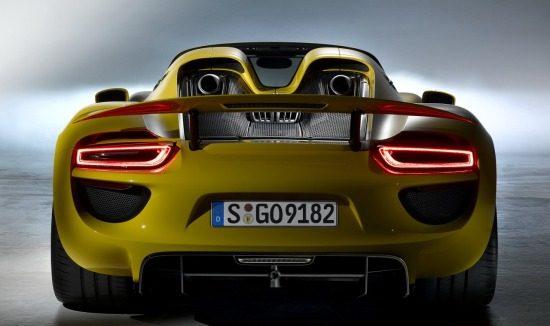 Porsche 918 SPyder geel
