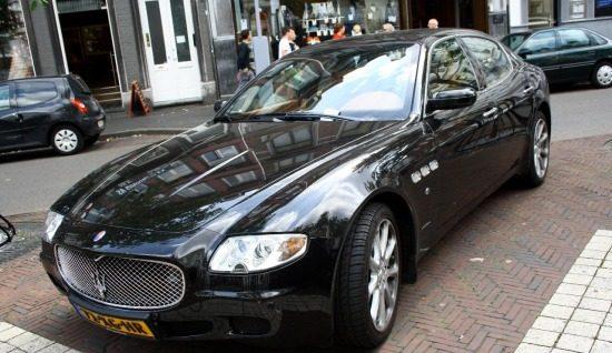 Maserati QP met parkeerboete in Maastricht