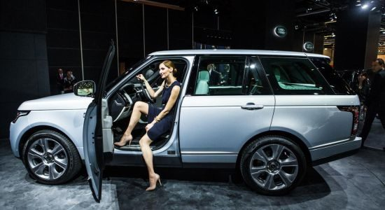 range rover hybrid extra batterijen voor voetbalvrouwen. Black Bedroom Furniture Sets. Home Design Ideas