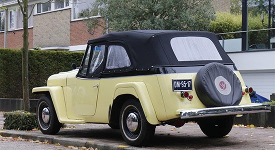 Willys Jeepster gespot!