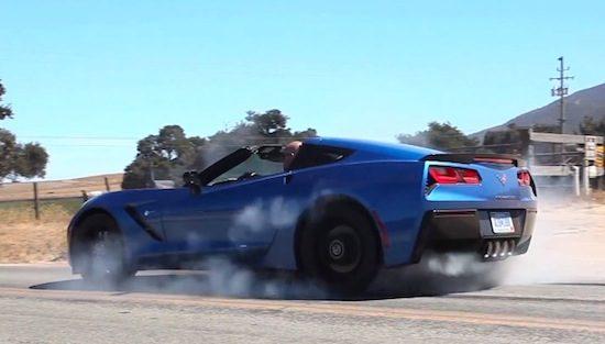 Kale man in Corvette C7 heeft hekel aan achterbanden