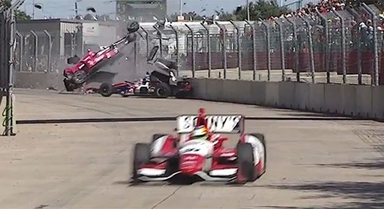 Dario Franchitti crasht hard in Houston