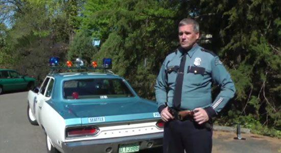 Politieagent mag telefoon vragen