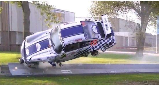 Porsche neemt bizarre duikvlucht tijden Rally Hellendoorn