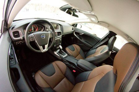 volvo v40 cross country rijtest en video. Black Bedroom Furniture Sets. Home Design Ideas