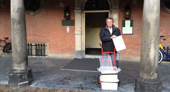 Stichting Autobelangen biedt brandbrieven aan bij Eerste Kamer