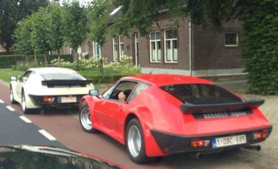 Twee Renault Alpine