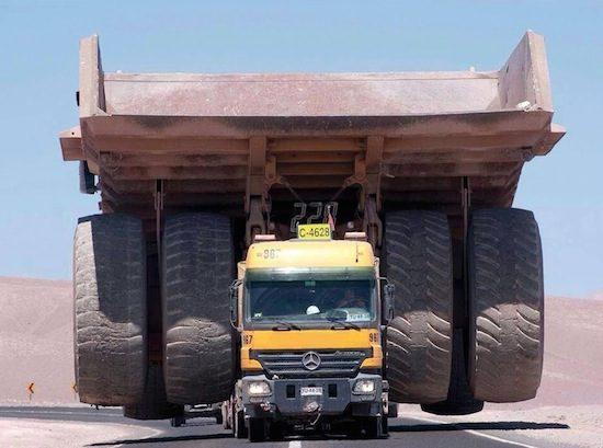 Zo vervoer je de grootste truck ter wereld