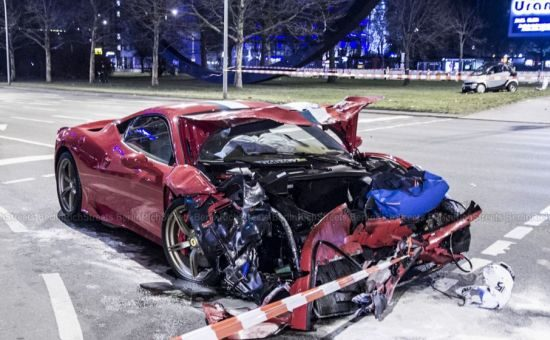 Ferrari 458 Speciale crash in Berlijn