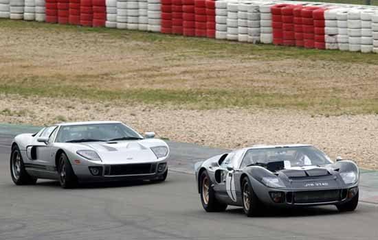 De Ford GT en GT40 samen op het circuit