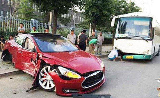 Tesla Model S crash China