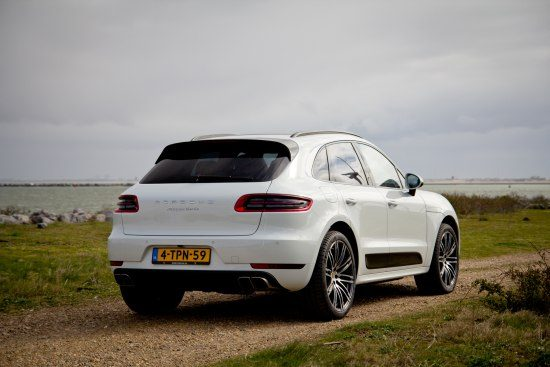 porsche macan turbo rijtest en video. Black Bedroom Furniture Sets. Home Design Ideas