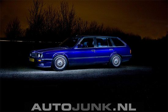 BMW E30 Touring by night
