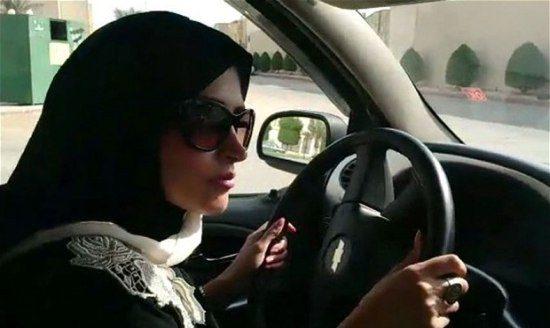 Arabische vrouw rijdt auto en krijgt daarom 150 zweepslagen