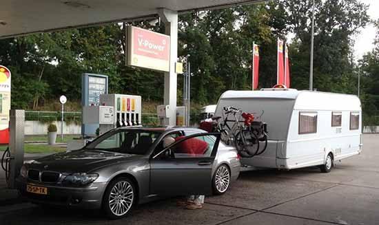 BMW 7 Serie met caravan