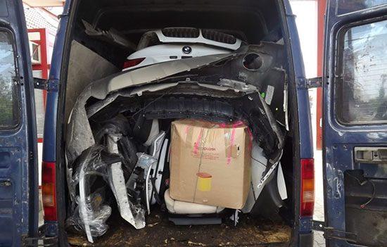 BMW X6 gestript in busje