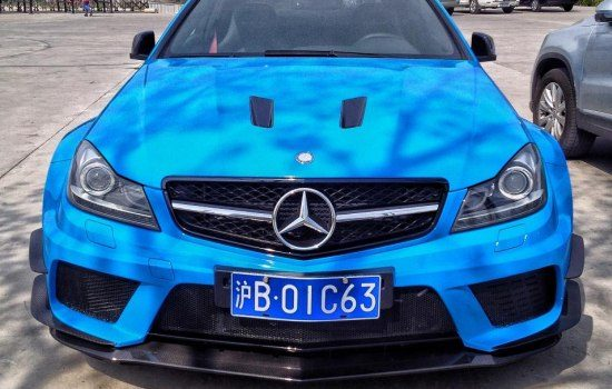 C63 AMG Black Series is potige smurf