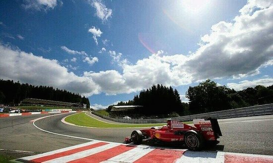 Video: F1-coureurs nemen Eau Rouge [1991-2013]