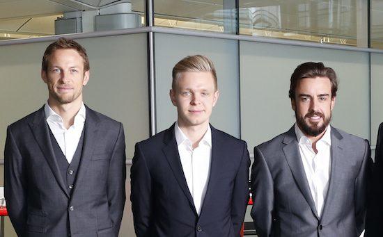 Fernando Alonso en Jenson Button tekenen