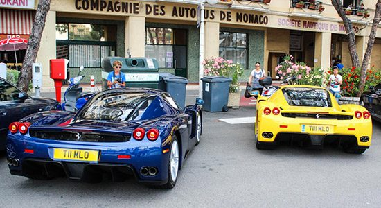 Ferrari Enzo in blauw en geel