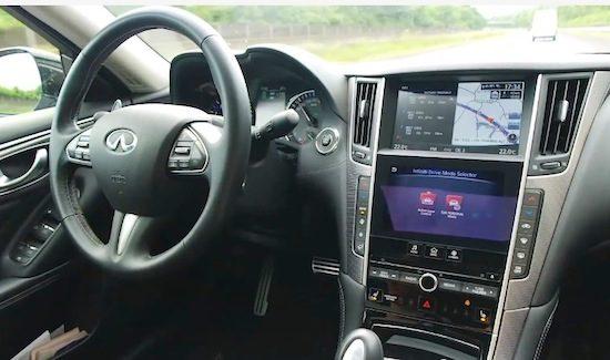 Deze gasten laten een Infiniti Q50 'autonoom' rijden