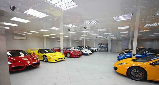 Zomaar een supercar garage in Dubai