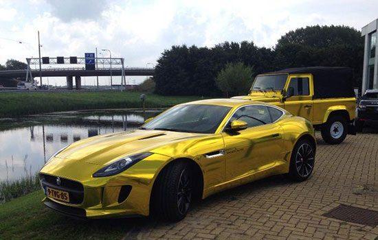De gouden Jaguar F-Type