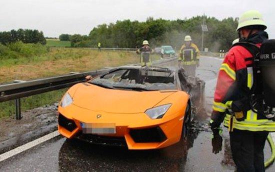 Lamborghini Aventador brandt af na motorwissel