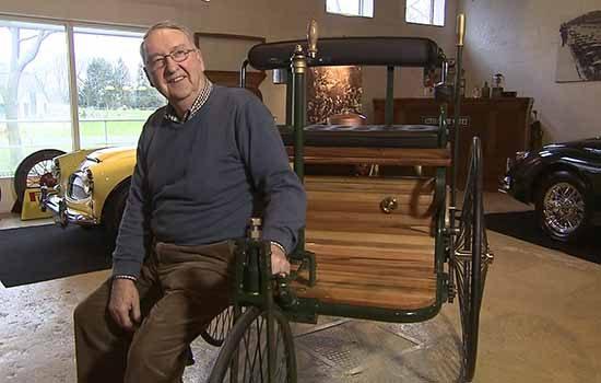 Eddy met zijn replica-Benz