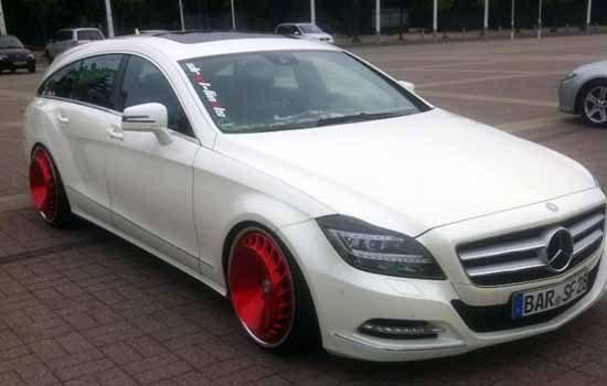 Mercedes CLS met rode velgen