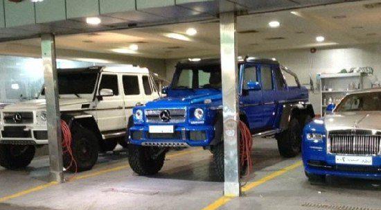 Only in Saudi-Arabië: smurfblauwe G63 AMG 6x6