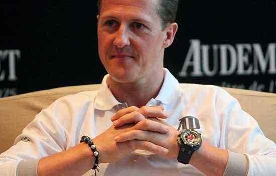 Michael Schumacher met geluksarmband