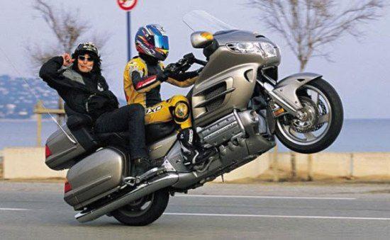 Motorrijders boeken 230 km/u, dus rijbewijs inleveren