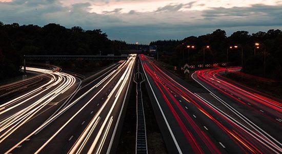 Onverlichte snelweg