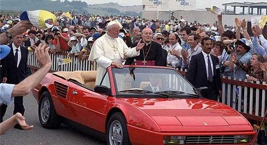 Paus in Ferrari