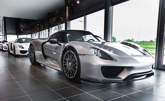 Porsche 918 Spyder combo in Nederlandse showroom!