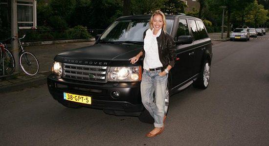 Renate Verbaan en haar Range Rover Sport