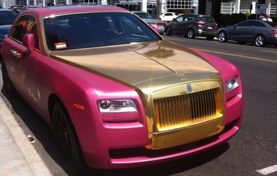 Roze Rolls-Royce Ghost