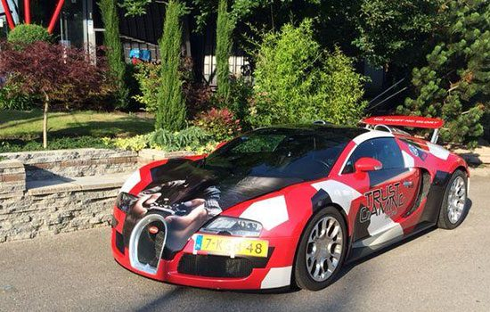 Bugatti Veyron Grand Sport in Trust-kleuren