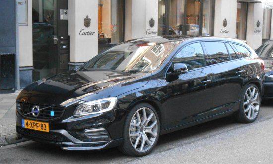 Zwarte Volvo V60 Polestar