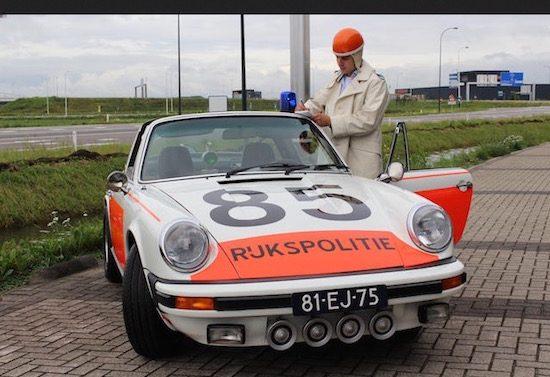 Er gaat een Porsche 911 van de Rijkspolitie onder de hamer