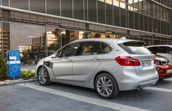 bmw 2 serie active tourer op bmw 2 serie active tourer autonieuws. Black Bedroom Furniture Sets. Home Design Ideas